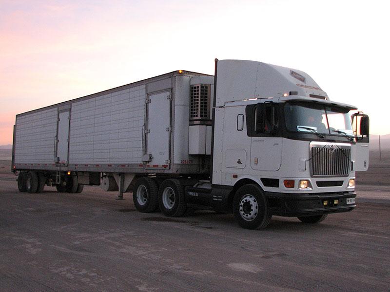 Camión cabina frontal